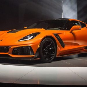 2019-Chevrolet-Corvette-ZR1-front-side-view-on-stage-660x400