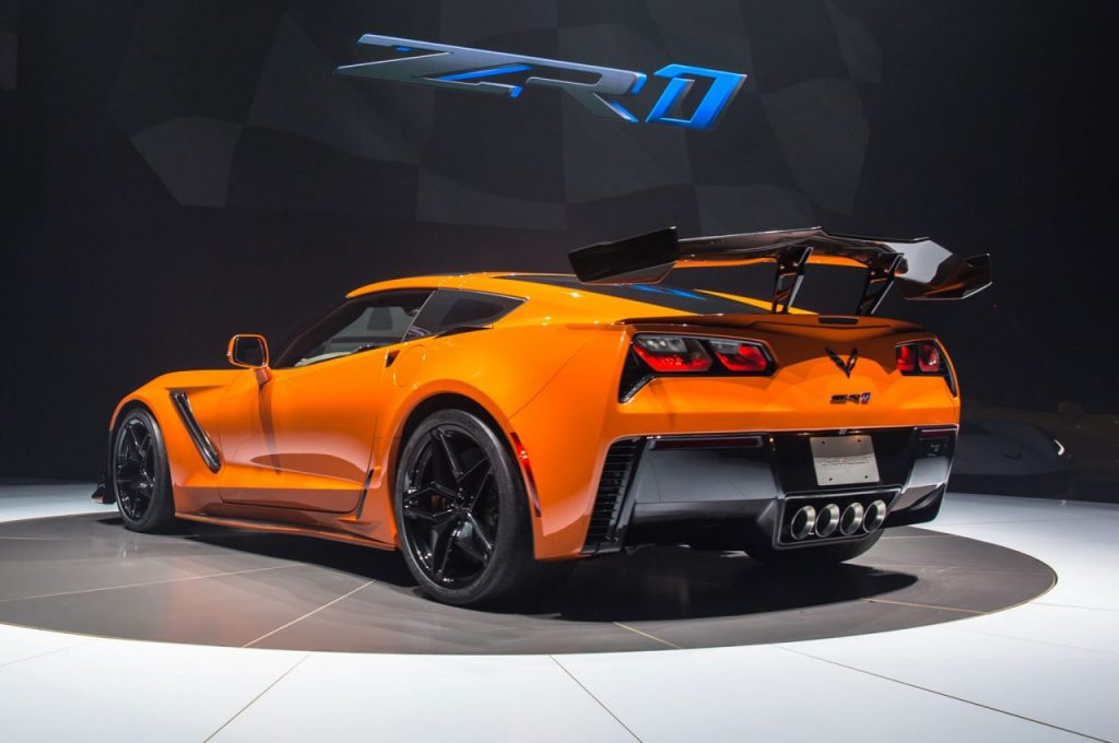 2019-Chevrolet-Corvette-ZR1-rear-side-view-on-stage-e1511089650355