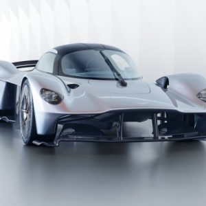 aston-martin-valkyrie-in-near-production-form_100613551_m